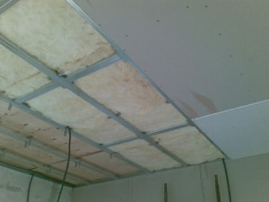 Выравнивание потолка гипсокартоном - фото