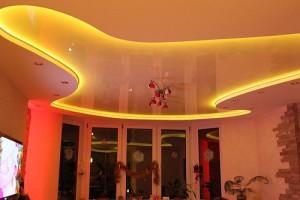 подсветка натяжного потолка лентой