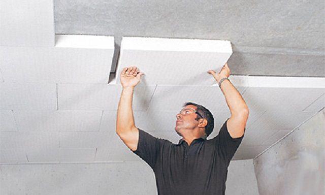 Приклеивание панели к потолку